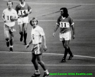Los Angeles Aztecs 1977 Road Big Num George Best.jpg