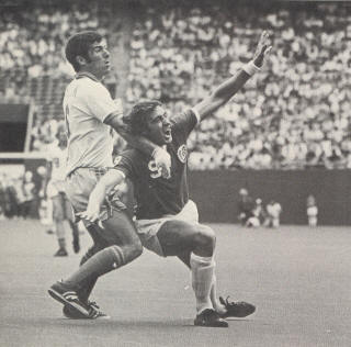 Minnesota Kicks New York Cosmos 1977 Giorgio Chinaglia, Alan Merrick