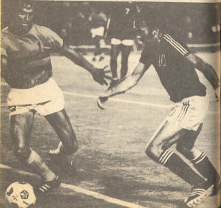Baltimore Comets Miami Toros 1975 Dennis Wit, Ronnie Sharp 2.jpg